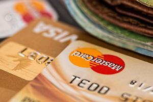 Jaki jest termin spłaty zadłużenia na karcie kredytowej? Co się dzieje po jego przekroczeniu?